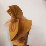 Extravagantní klobouk