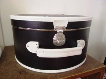 Kufr na klobouky papírový