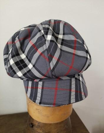 Čepice s kšiltem.