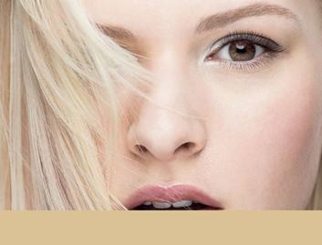 Oslnivá blond