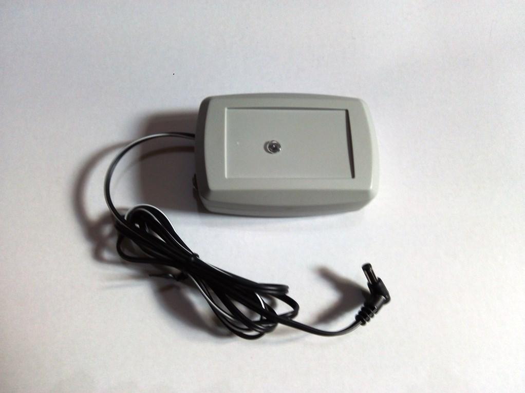 Solární regulátor s bateriemi s kabelem 4x1,5V (AA)