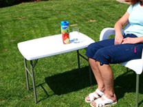 Skládací plastový campingový stolek 77 x 50cm HDPE Y76