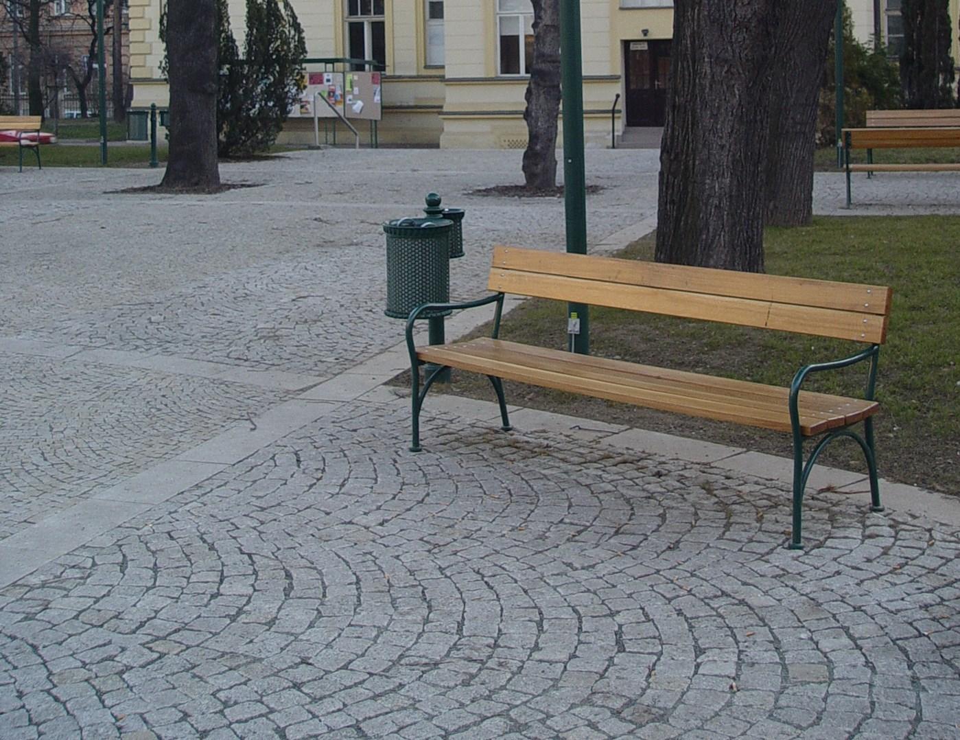 Lavička Brno1.jpg