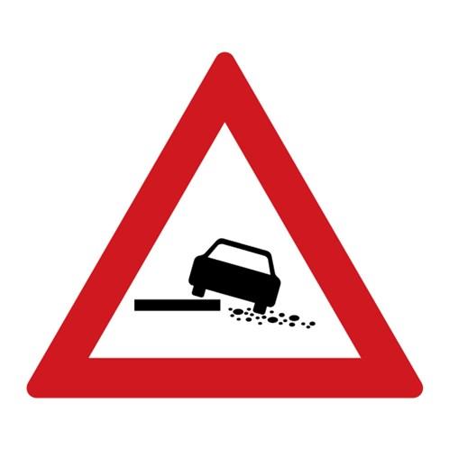 Dopravní značka - Nebezpečná krajnice,  700mm