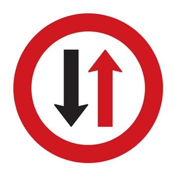 Dopravní značka P7 - Přednost protijedoucích vozidel