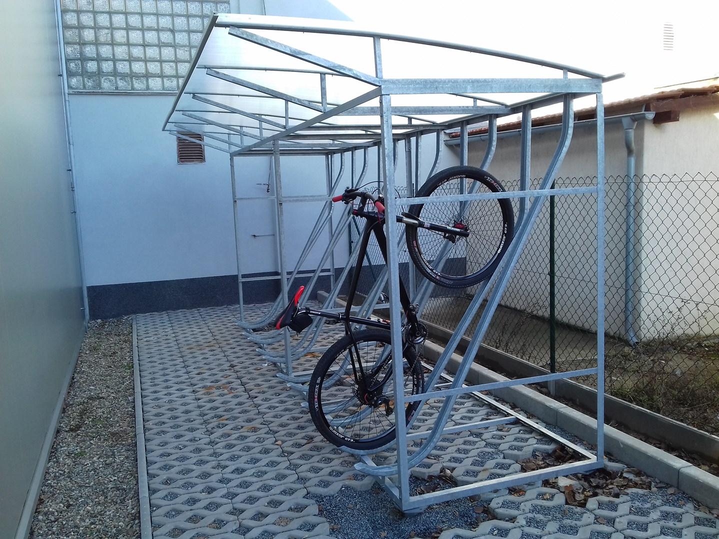 Přístřešek pro kola, 12 míst