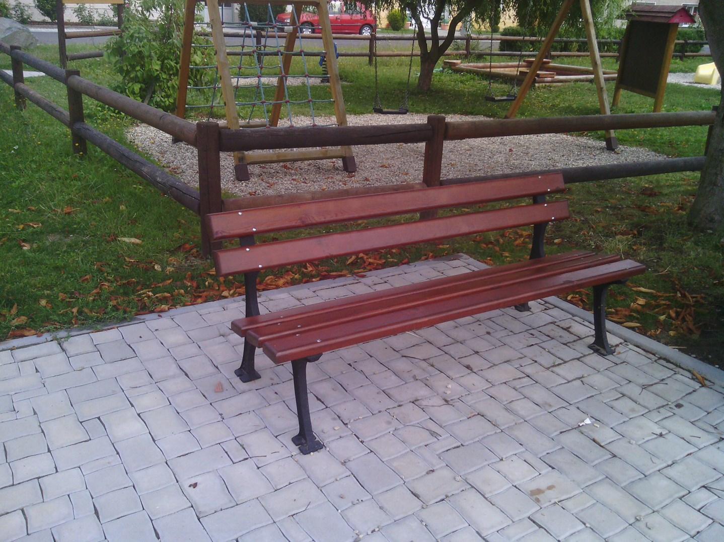 Lavička Park1.jpg