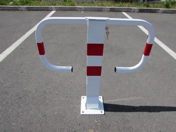 Sklopný parkovací sloupek Motýl - komaxit