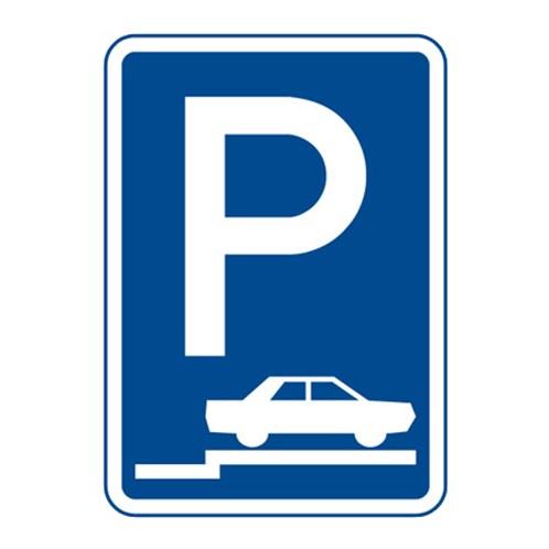 Dopravní značka - Parkoviště (stání na chodníku kolmo nebo šikmo), 500 x 700mm