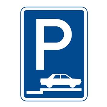 Dopravní značka IP11d - Parkoviště (stání na chodníku kolmé nebo šikmé)