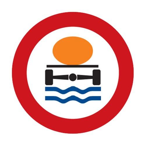 Dopravní značka - Zákaz vjezdu vozidel přepravujících náklad, který může způsobit znečištění vody
