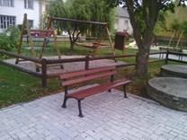 lavička park2.jpg
