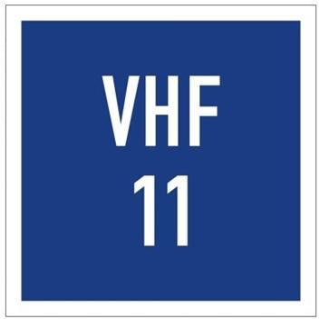 Plavební znak E23 - Možnost získání informací radiofonickým spojením na vyznačeném kanálu