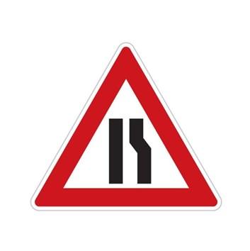 Dopravní značka A6b - Zúžená vozovka (z jedné strany)