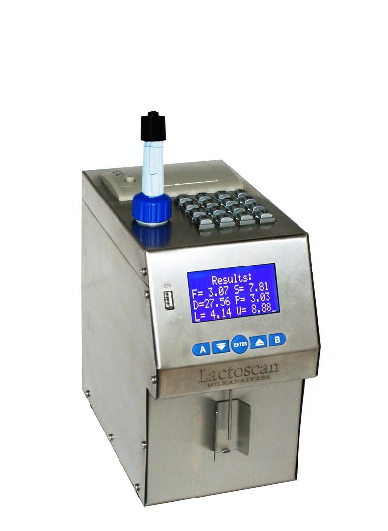 Analyzátor mléka a smetany  s tiskárnou.