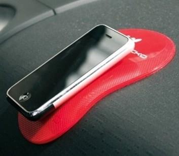 Protiskluzová gumová oboustraná podložka drží vše červená