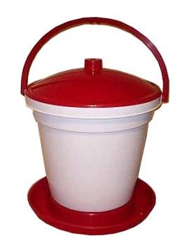 Plováková napáječka 18l nahradí tři klasické kbelíkové napáječky