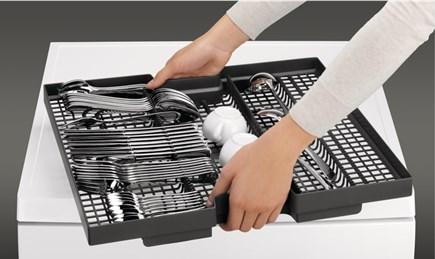 AEG-vyjímatelná zásuvka na přibory.png