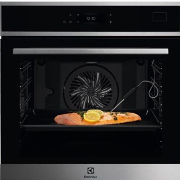 Electrolux 800 PRO SteamBoost EOB8S39WX