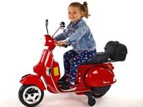 Dětský elektrický  skútr Piaggio Vespa černá Emilka 3 roky