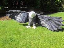 Plyšový orel s roztaženými křídly