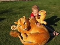 Plyšová lvice s mláďetem