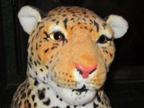 Plyšový leopard sedící