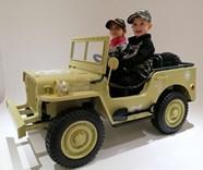 Dětský elektrický vojenský mini Jeep Willys MB s 2,4G dálkovým ovladačem - pískový