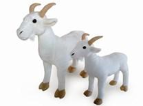 Plyšová koza stojící bílá