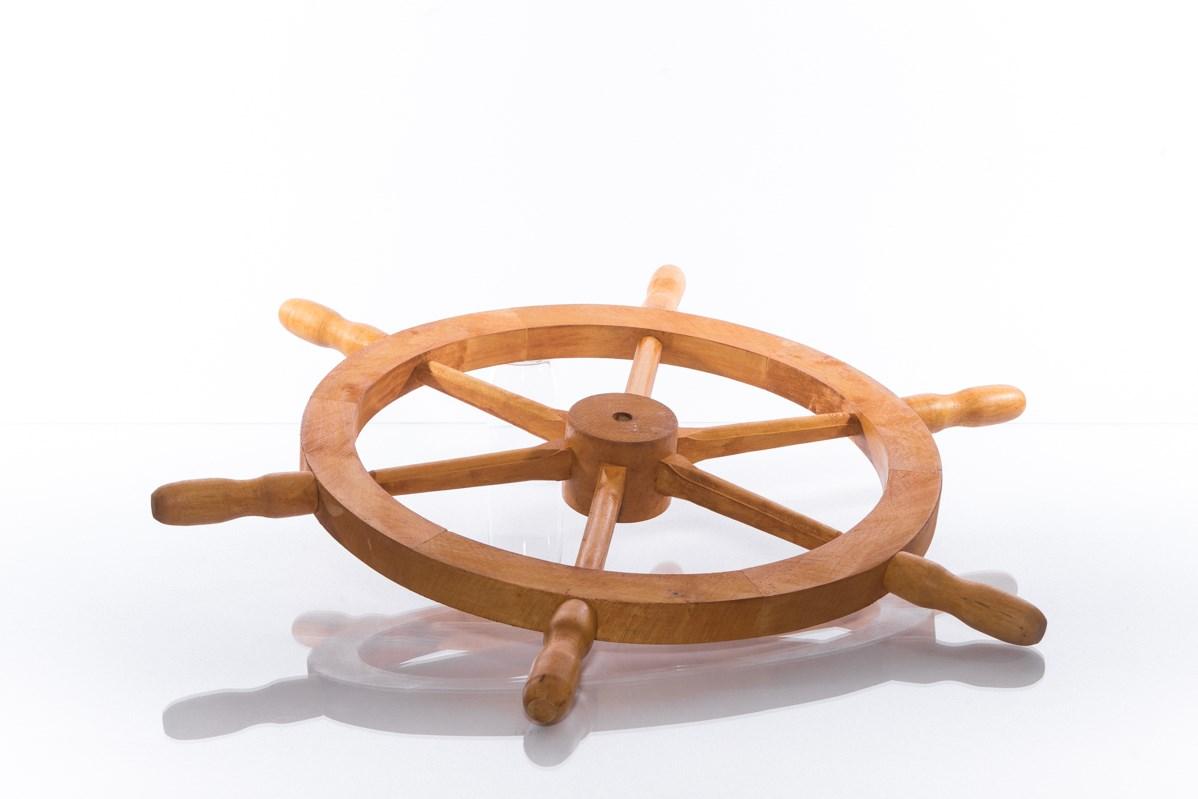 Dřevěné kormidlo s nátěrem borovice