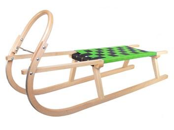 Dřevěné sportovní dětské sáňky se zeleným průpletem