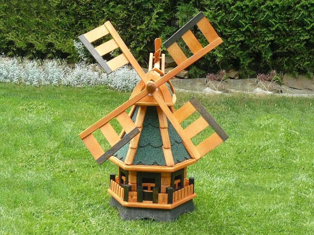 Dřevěný větrný mlýn s otočnou střechou