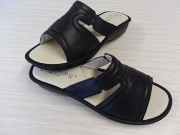 Zdravotní pantofle  PK-REGA 39,40,41 černá