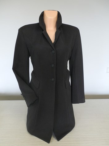 Černé prodloužené sako -kabát