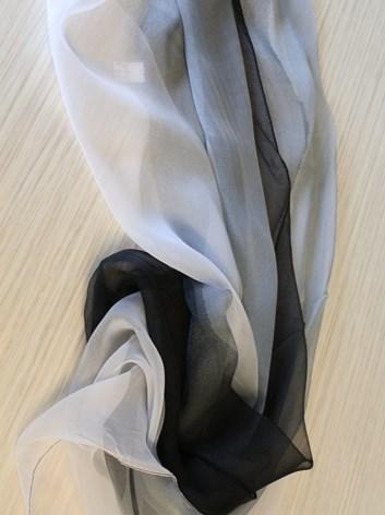 Dámská šedočerná duhovaná šálka