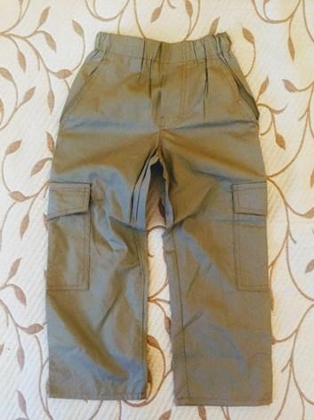 Letní plátěné kalhoty s kapsami.