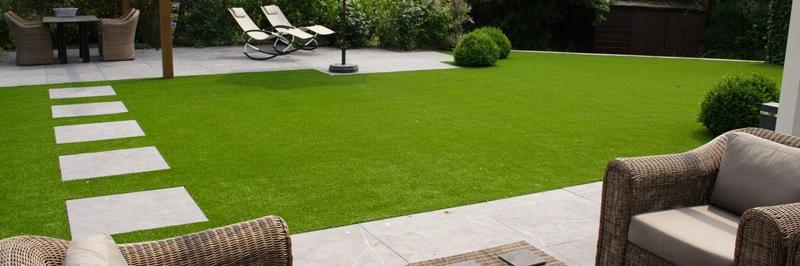 Okrasný nebo umělý trávník?