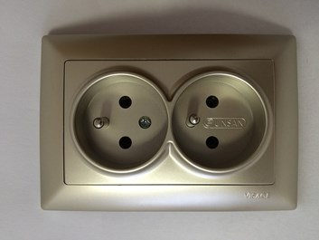 Dvojitá zásuvka 2x2P metalická béžová Visage Ambience