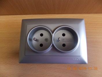 Dvojitá zásuvka 2x2P stříbrná Visage Ambience