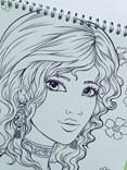 Sakuems, Emilie Jarrige, antistresová omalovánka pro dospělé, plná ženské něžnosti a krásy.
