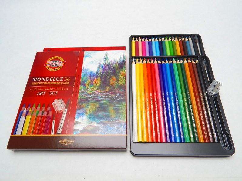 Akvarelové pastelky Mondeluz v papírové krabičce, intenzivní, vodou rozmývatelné barvy.