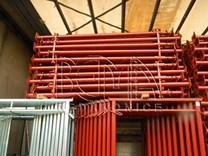 Podpěrná stojka lakovaná červená výška 2,2 m - výsun až - 4,0 m
